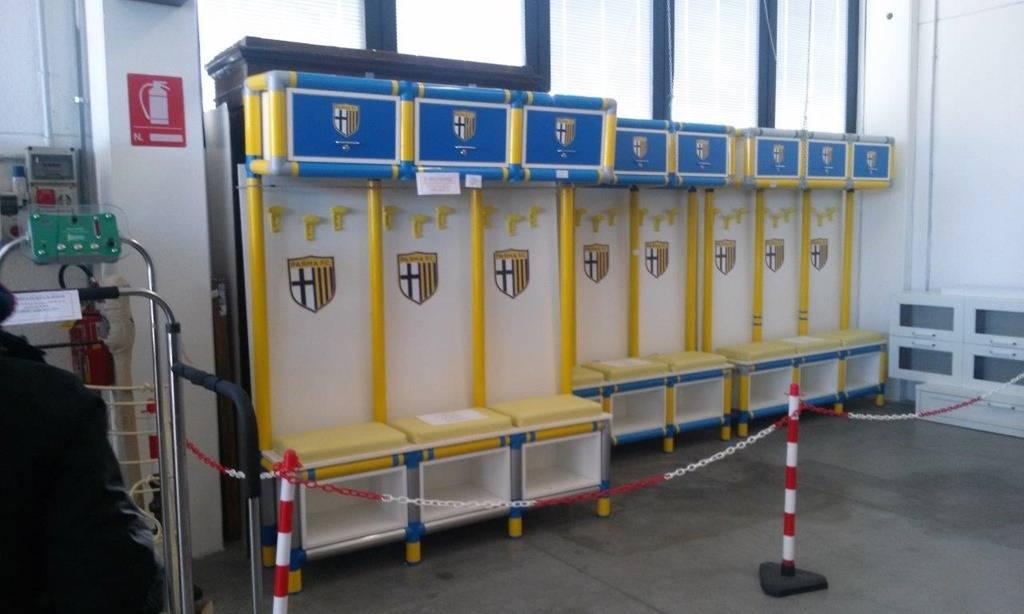 Panchine Spogliatoio Calcio : Asta fallimentare: venduti due pulmini e un furgone nessuna offerta